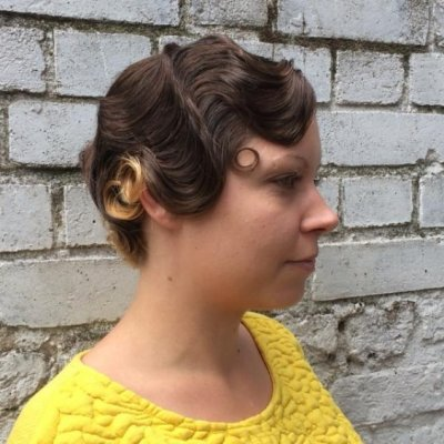 Beautifully created fingerwaves to give a fancy 1920 hair style look