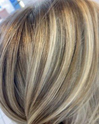 many tones og highlights throughout a blonde hair close up photo, the klinik salon